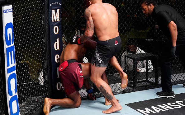 Image for Eryk Anders and Darren Stewart fight to a No Decision After Illegal Knee